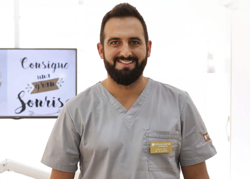 Anotnio-Diaz-Atencion-al-paciente-madrid-Clinica-Dental-Vinateros-3